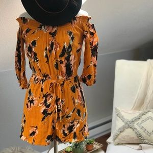 Dresses & Skirts - Gorgeous floral Romper